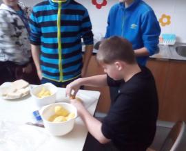 Sedmáci si vaří oběd